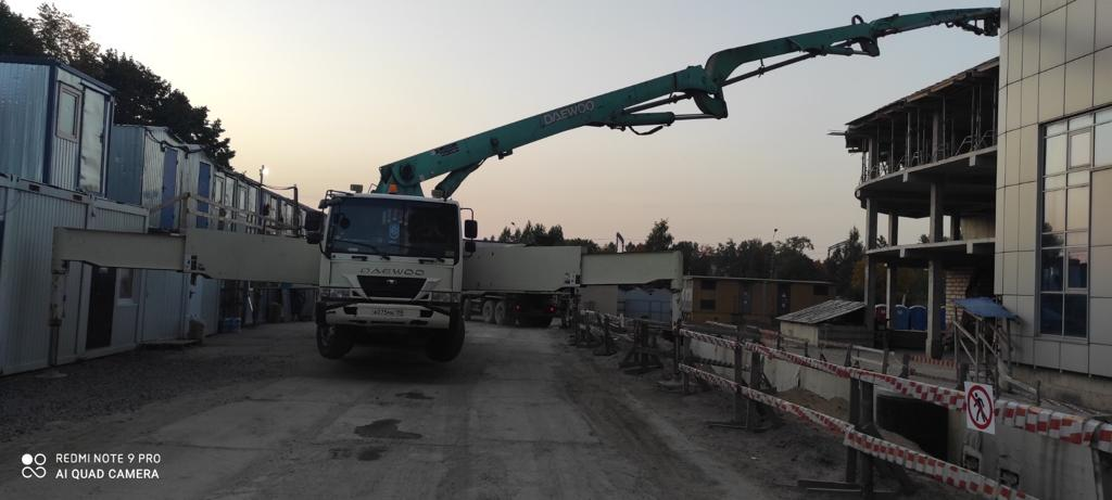 Работа автобетононасоса 53 метра на Суздальском проспекте