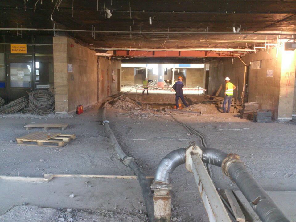 Заливка полов аэропорта Пулково бетононасосом 53 метра