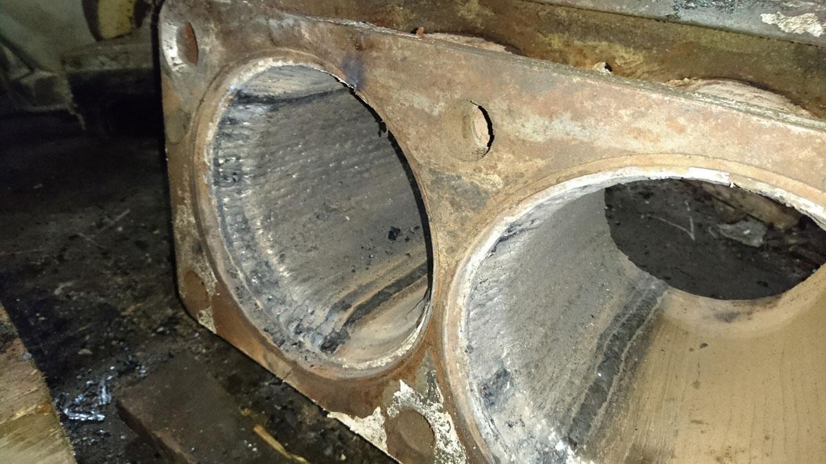 Восстановление диаметров и наплавка электродами высокой прочности проставки между бункером и транспортными цилиндрами